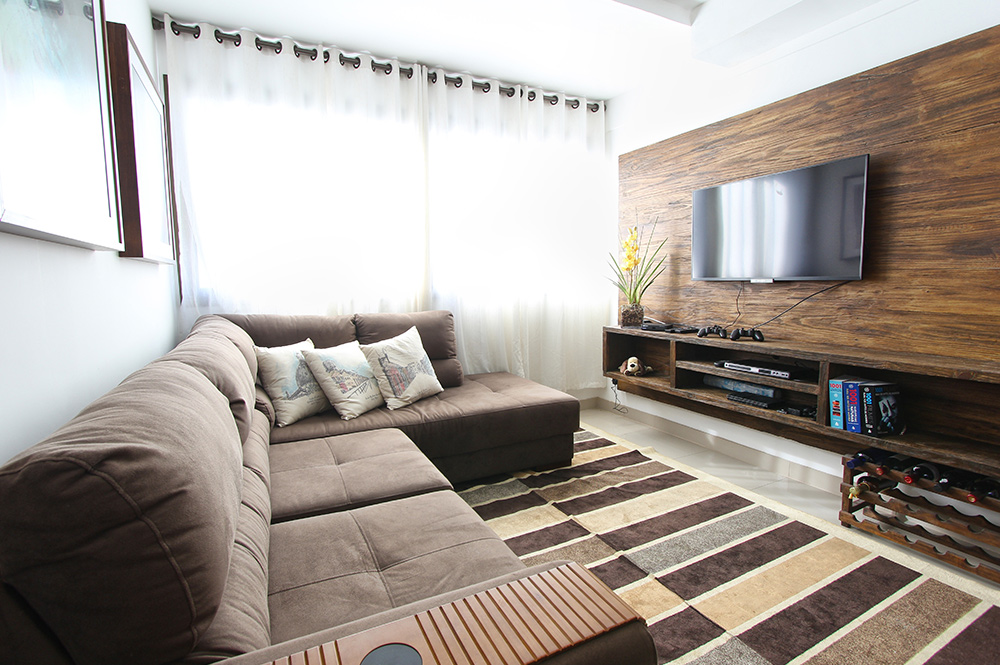 Here S Why A Small Space Demands A Large Couch Louis Interiors